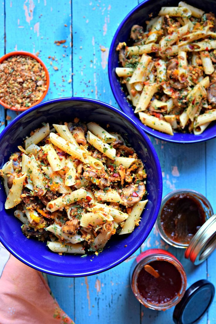 A classic Italian pasta recipe using garlic & bread crumbs. This delicious no sauce pasta recipe can be served as salad.The crumbs give it a crispy texture.