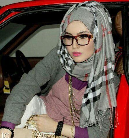 eye glasses with hijab tartan