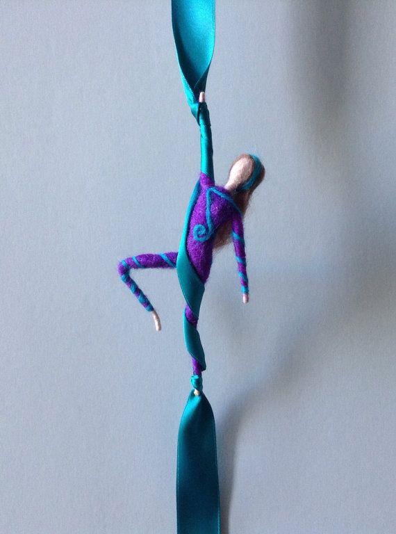 Figura fieltro de aguja aérea acrobat seda