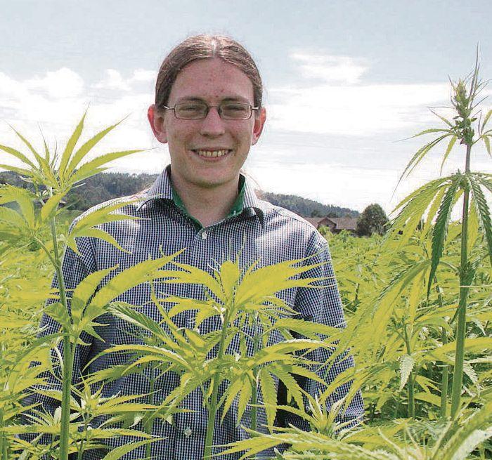 Dem Cannabis verfallen - Im vergangenen Oktober 2014 gegründet, ist der auf Cannabisprodukte spezialisierten Thurgauer Medropharm GmbH mit Hanfpulver bereits der Sprung nach Kanada geglückt schreibt das St. Galler Tagblatt. Oliver Tschäppät gab Herrn Christof Lampart Auskunft. www.medropharm.ch #medropharm #cannabis #mezidin #thc #cbd #marihuana #cannabismedizin