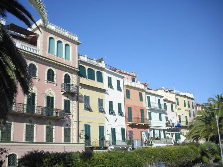 Ceriale, Liguria, Italia ............................ Holiday apartments with jacuzzi in the garden - on the border Piemonte / Liguria (Italy) - www.verdita.com