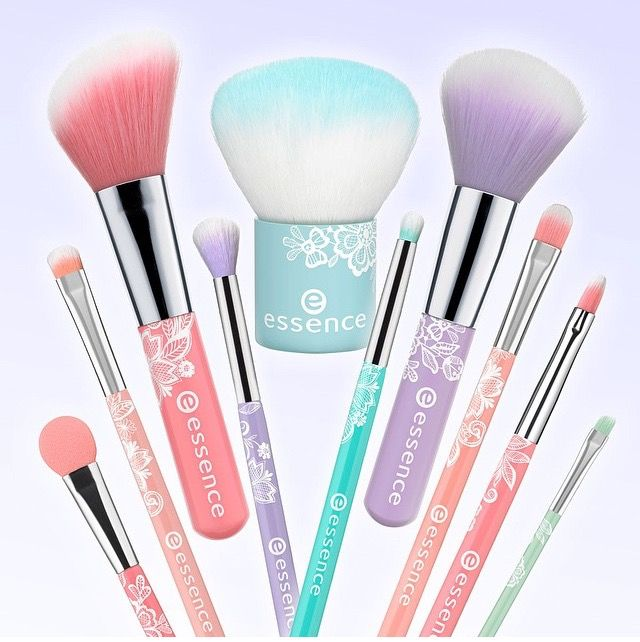 Essence Makeup Brushes...Now that Jess has taught me some makeup basics, I think it's time for me to pwn more than a blush and eye shadow brush lol