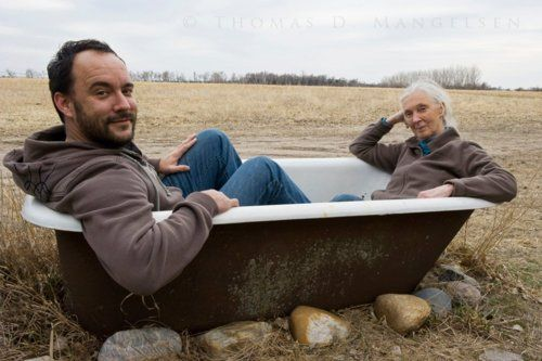 Dave Matthews in the bathtub with Dr Jane Goodall