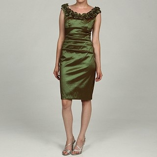 The green in this dress screams Fall