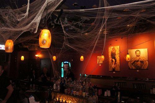 Оформление паутиной бара.  #Хэллоуин #Helloween  #оформлениехэллоуина #страшныйхеллоуин #фонарьджека #Хеллоуин #оформление #декор #дизайн #банкет  #флористика #композиция