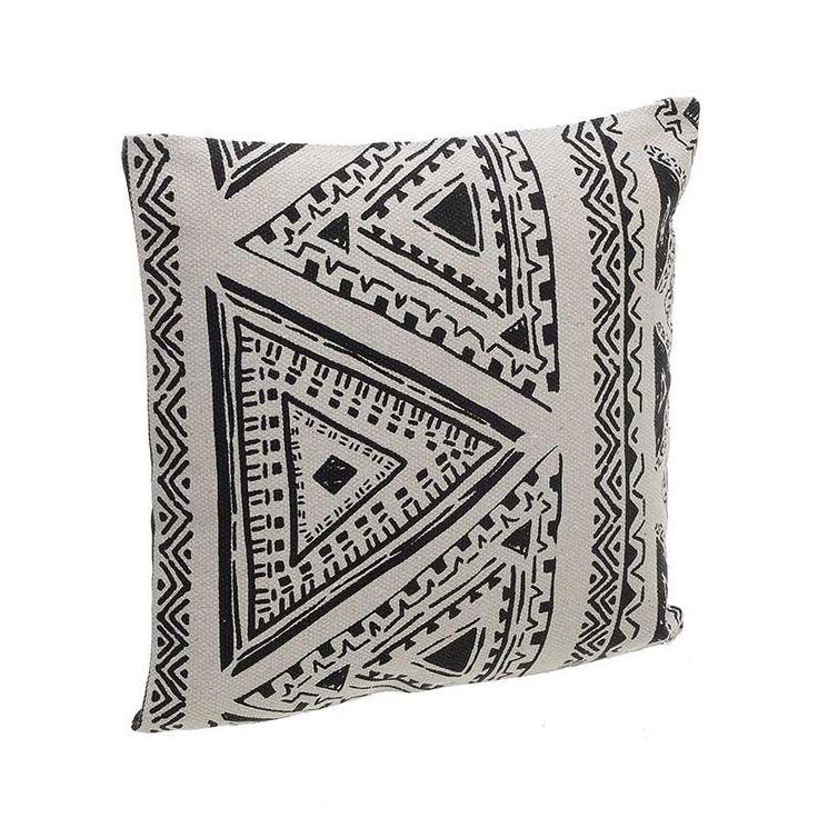 Βαμβακερό μαξιλάρι boho στυλ με γεωμετρικά μοτίβα σε μαύρη και κρεμ απόχρωση.