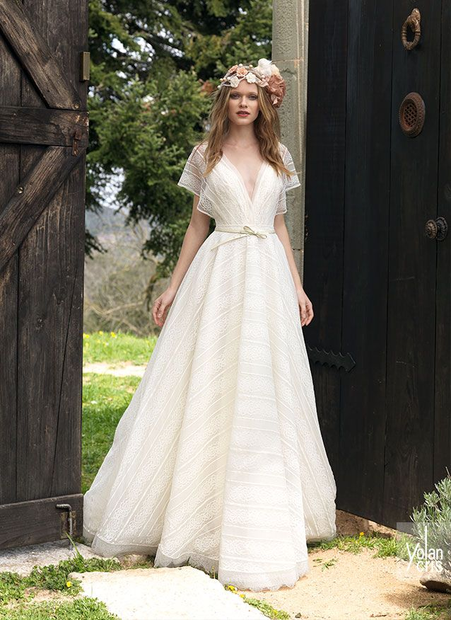 Stylish wedding dress, very chic, made of striped lace, big volume skirt and V neckline and japanese sleevs. Only for boho chic brides.