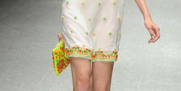 Laura Biagiotti pochette giallo fluo con perline