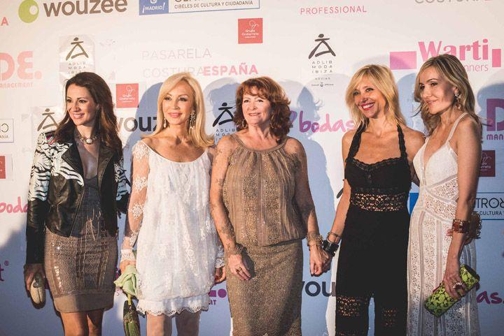 FRONT ROW & KISSING ROOM PASARELA COSTURA ESPAÑA:Silvia Jato, Carmen Loma, Charo Ruiz, Marta Robles y Clara Courel