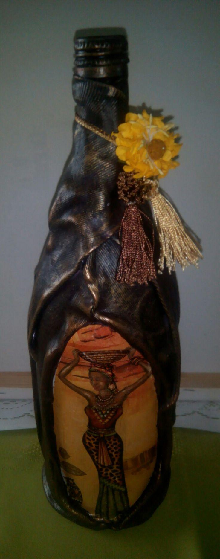Botella imitación cuero y decoupage