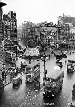 London Landmarks - Piccadilly Circus - 1939