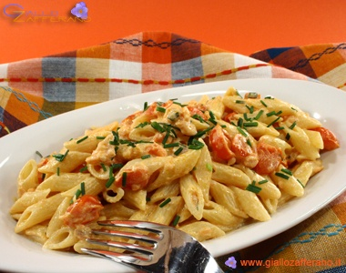 Penne Salmon & Vodka  The penne with vodka were fashionable in the 70s: this dish, symbol of those years, its ease of preparation, taste a bit 'exotic at the time, the result is a rich and substantial dish, delicate flavor.