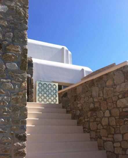 Φωτιστικό / εγκατάσταση σε κατοικία στη Μύκονο. Διακόσμηση εξωτερικού χώρου για ιδιωτική εκδήλωση. Δείτε περισσότερα έργα μας στο http://www.artease.gr/interior-design/emporikoi-xoroi/