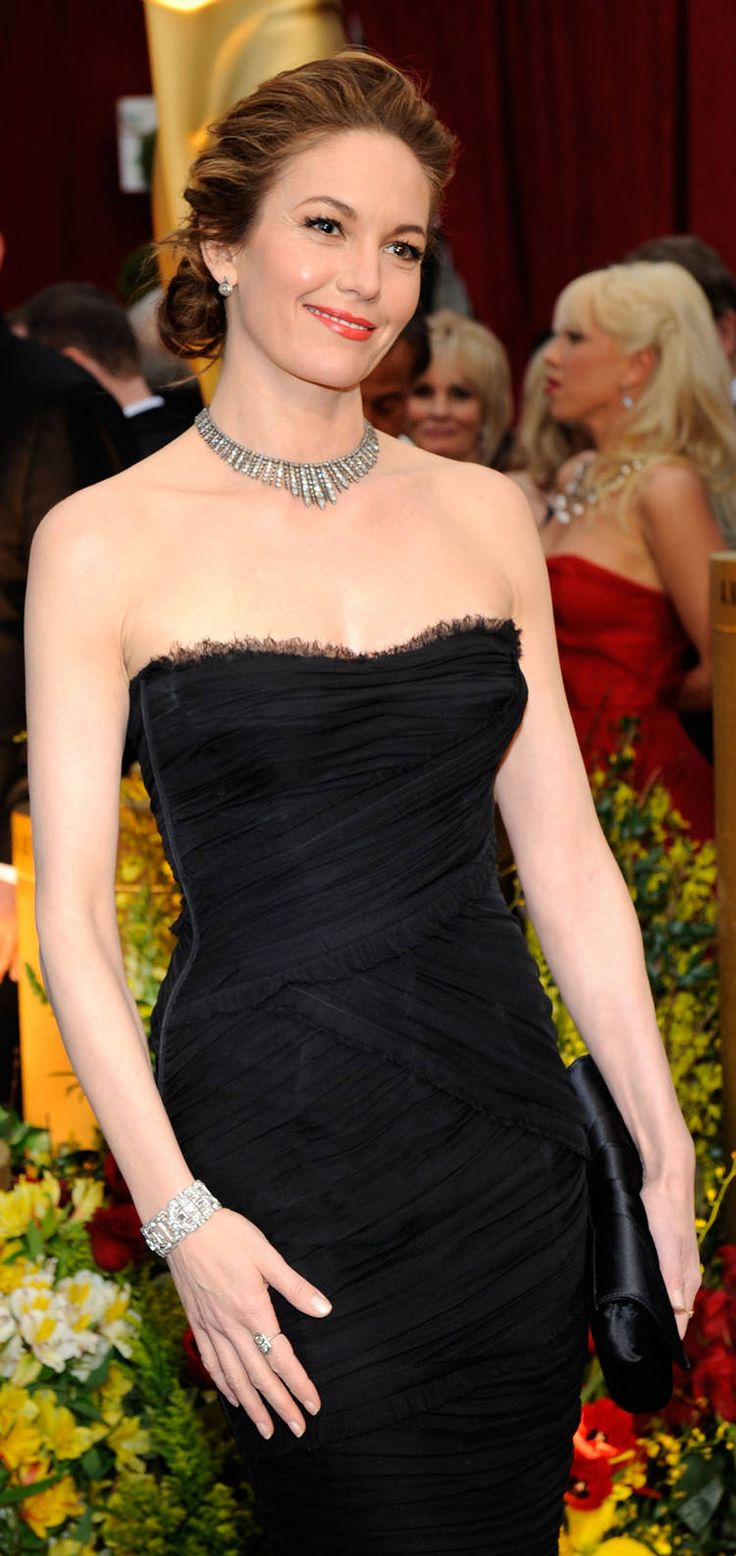 Oscars 2009 - Diane Lane wore a black strapless Dolce & Gabanna designed dress, a darkened diamond and platinum fringed necklace from Neil Lane.  Her bracelet, earrings, and two of her rings are also from Neil Lane.