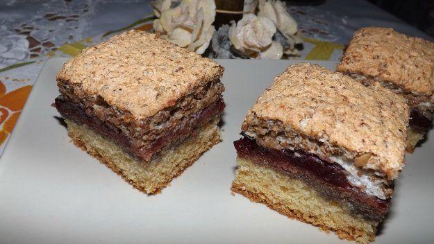 Prajitura cu dulceata de prune si bezea cu nuca - Galerie foto