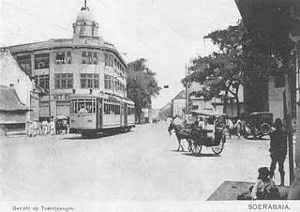 Perempatan Tunjungan-Praban-Gemblongan-Gentengkali 1920