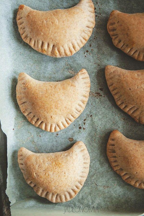 Pieczone pierogi z dynią i masłem migdałowym » Jadłonomia · wegańskie przepisy nie tylko dla wegan