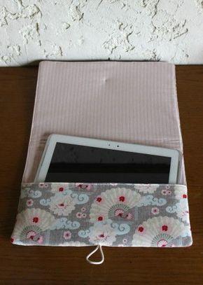 """Jolie pochette pour ranger sa tablette! D' après un tuto de """"Mondial Tissu"""" Tissus """"Tilda"""" Et j' en profite pour vous montrer un essai de petite corbeille crochetée à ma façon..."""