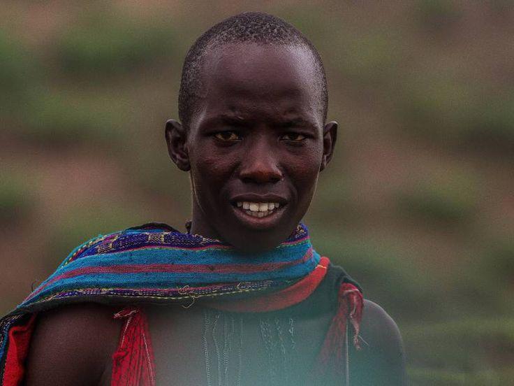 Os jovens Massai são iniciados na maioridade através de várias cerimônias de iniciação. A principal é a circuncisão, onde milhares de meninos, pertencentes a uma determinada faixa etária, são circuncidados na mesma época