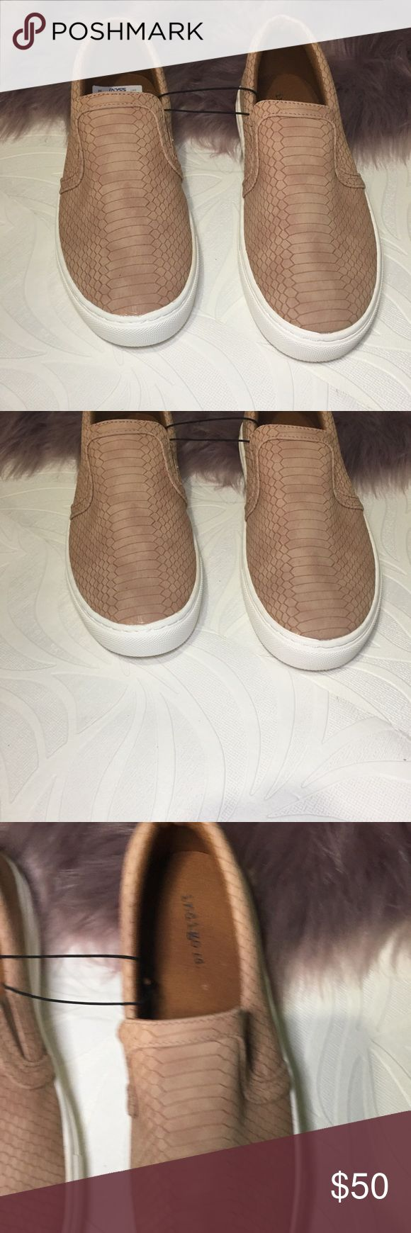 Indigo Women sneaker Size 7 1/2 new with tags never worn, perfect for spring! Shoes are so comfy and chic. Color is cream  *** I love offers**** Indigo Shoes Sneakers