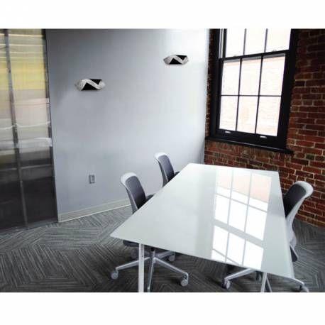 Aplique de pared Grace W con tecnología LED incorporada fabricado en aluminio y metacrilato de color negro y gris y con diseño en forma ondulada. Perfecto para colocar en tu comedor o salón e iluminarlos con un estilo moderno.