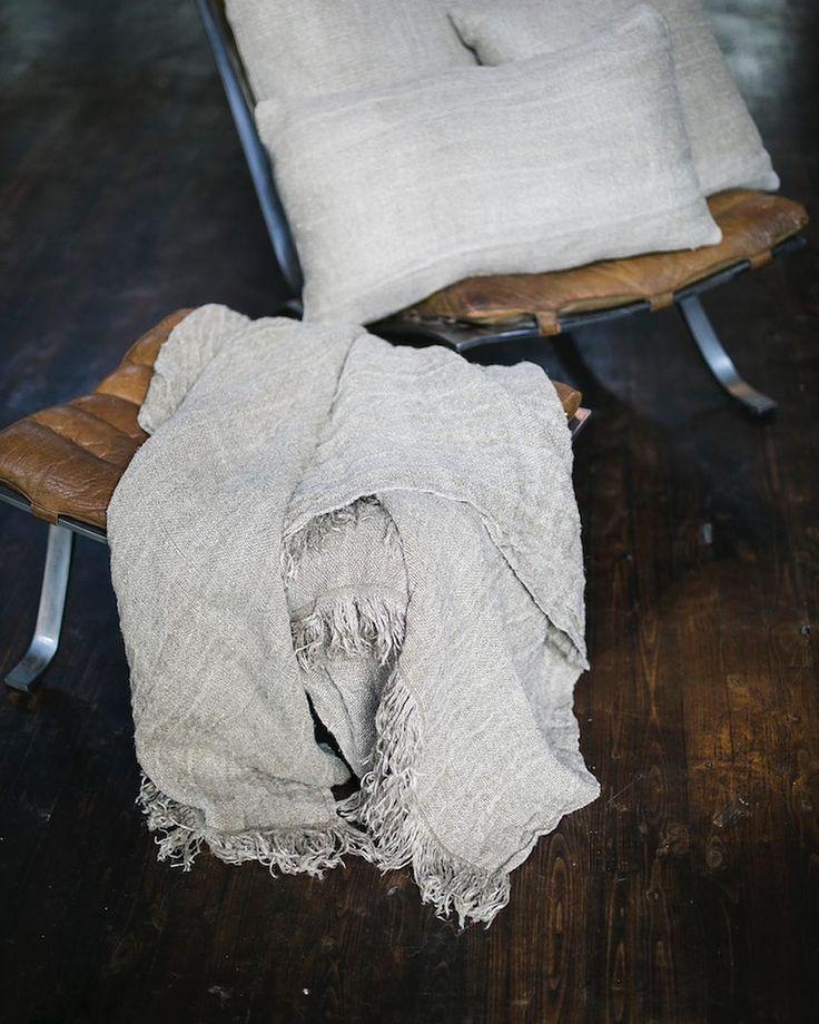 Pure beauty  100% grof linnen plaid van @aaimadewithlove! De warmte sfeer en puurheid straalt er vanaf! Ideaal voor op de bank op het bed tijdens frissere zomeravonden buiten ... of waneer het binnen kouder wordt. Kortom: deze beauty mag niet ontbreken in je interieur. http://ift.tt/2a6BatN - Wat was het een héérlijke zomerse dag  dat maakt het werken nóg prettiger! Vanavond lekker BBQ met een goed stuk vlees en een heerlijk koud wijntje! Voelt direct als weekend  Life is good…
