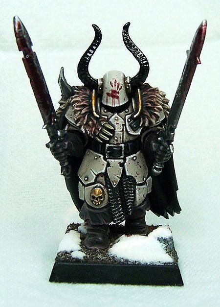 This is a bad ass helmet idea.  Does anyone know how to get that effect when painting it on? How do you make it look like a hand instead of brush strokes?