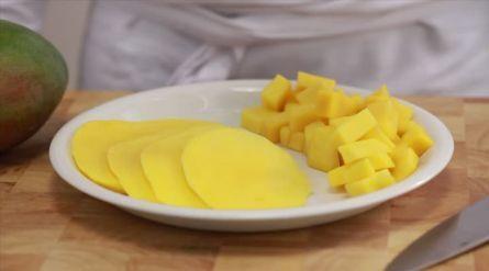 Avocadosalade met Hollandse garnalen en mango - Recept - Allerhande - Albert Heijn