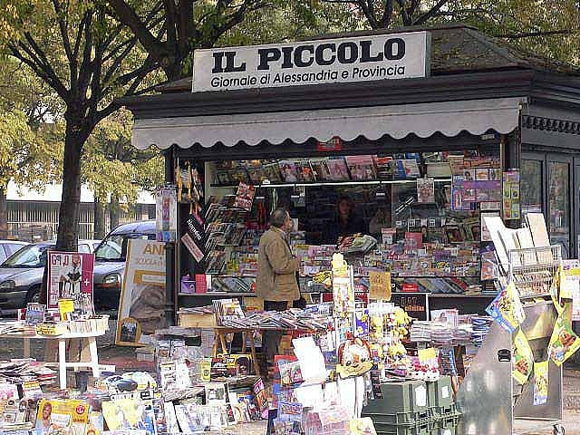 Newsstand in Italy with an extansion... Photo taken by  http://www.flickr.com/photos/brooy/