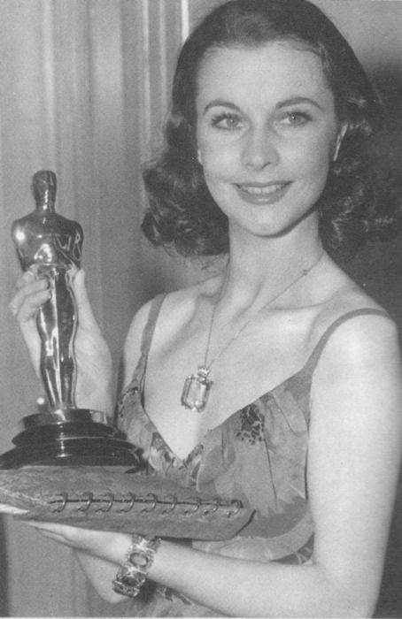 Vivien Leigh, 1940, with Best Actress Oscar for Gone with the Wind (1939)