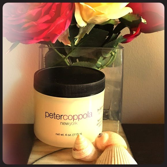 ⭐️FREE GIFT WITH PURCHASE⭐️ ⭐️Free with $20 purchase⭐️While supply lasts! Peter Coppola Hi-Defin Styling Mudd with Soyagen Complex. Shapes, Shines and Styles damp or dry. Use to flatten out fly-away hair or blow dry for volume. Never Used in box! Peter Coppola Other
