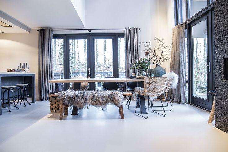BINNENKIJKEN   In een zelf ontworpen woning in Assen