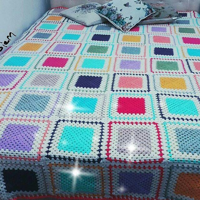 Hayırlı huzurlu günler çift kişilik battaniye hemen teslim olarak satiliktir ilgilenen arkadaşlar mesaj atabilir 📩 📩 . . #battaniye #pinterest #häkeln #virka #crochet #crochetblanket #blanket #beybiblanket #deryabaykal #crochetsofinstagram #handmade #handcrafted #kirlent #crochetblanket #blanket #handmade #handcrafted #instacrochet #crochetblanket #supla #hobbylobby #hobi