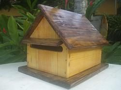 Caixa de correio em madeira  - modelo casinha  -  marcenaria boraceia