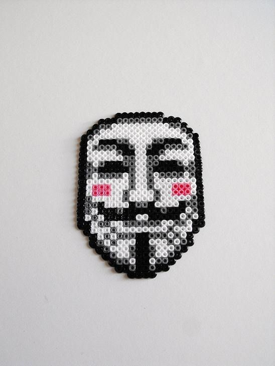 Aimant V pour Vendetta Guy Fawkes masque Hama mini perles geek : Décorations murales par crapules