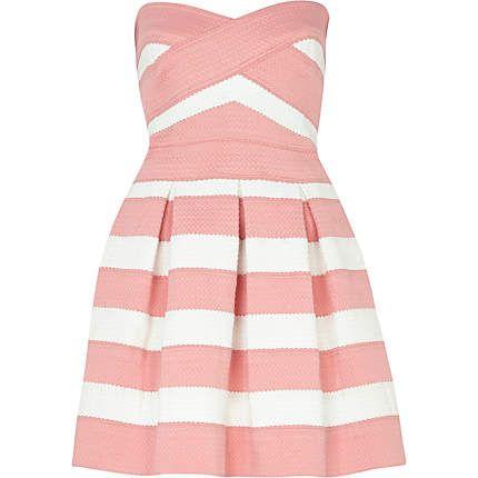 Pink and white bandage box pleat prom dress 67,00 € @River Island