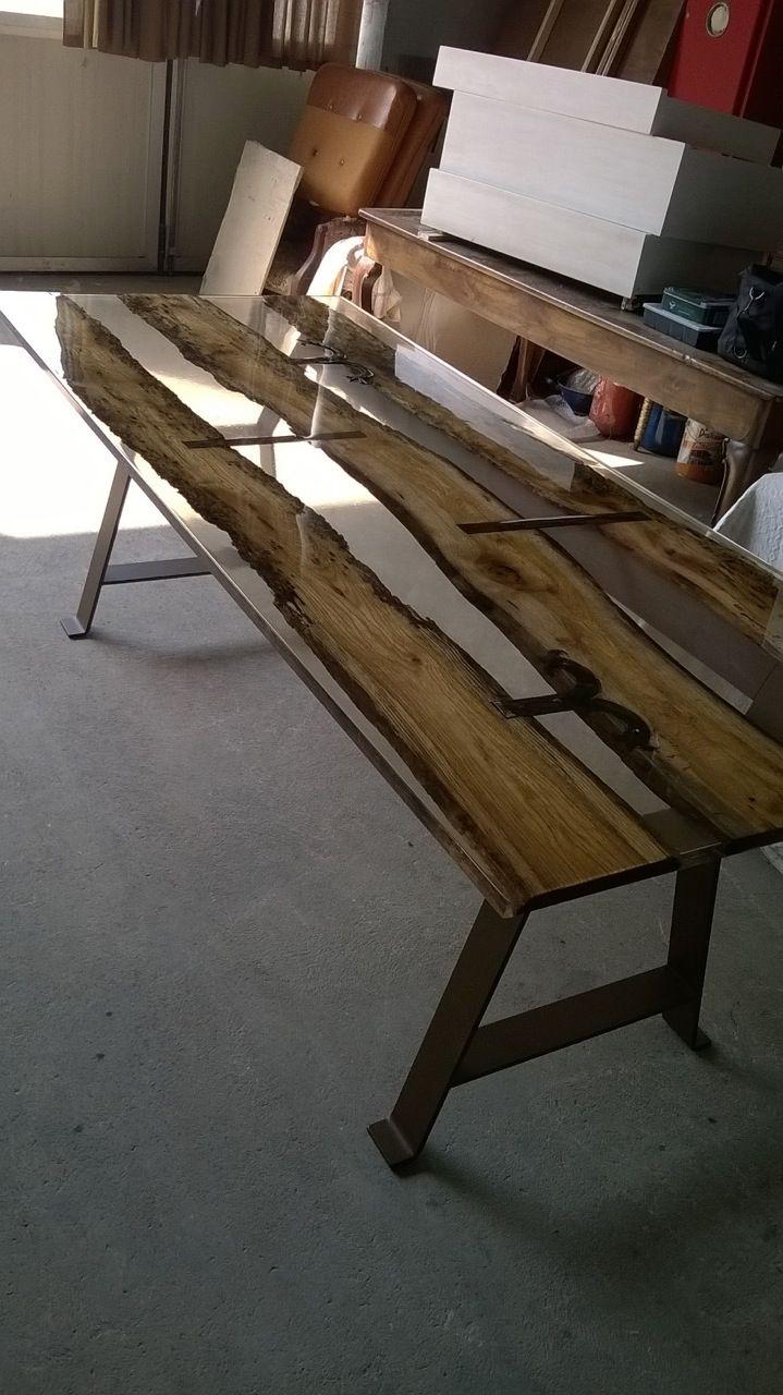 Tavolo in legno e resina realizzato con i prodotti cores for Tavolo resina epossidica