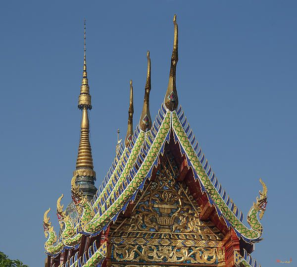 2013 Photograph, Wat Ban Ping Phra Wihan Gable Peak and Chofah, Tambon Sri Phum, Mueang Chiang Mai District, Chiang Mai Province, Thailand, © 2013.  ภาพถ่าย ๒๕๕๖ วัดป้านปิง ยอดหน้าจั่วพ และ ช่อฟ้า พระวิหาร ตำบลศรีภูมิ เมืองเชียงใหม่ จังหวัดเชียงใหม่ ประเทศไทย