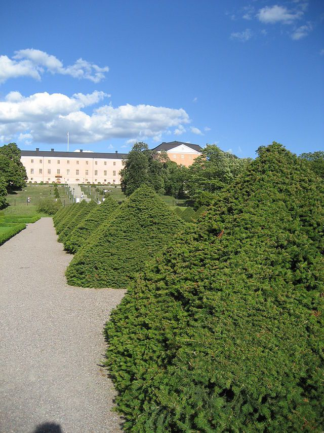 Botaniska trädgården, Uppsala, 2007 - 2 - Category:Topiary - Wikimedia Commons