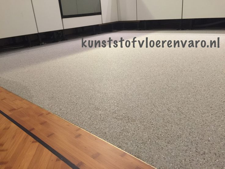Troffelvloer in keuken dit in combinatie met parketvloer woonkamer varo kunststof vloeren - Beeld tegel imitatie parket ...