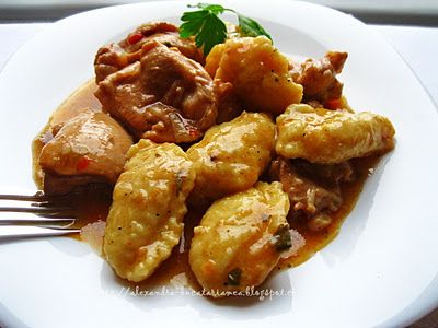 Tocăniţă / Papricaş de pui cu găluşte de făină