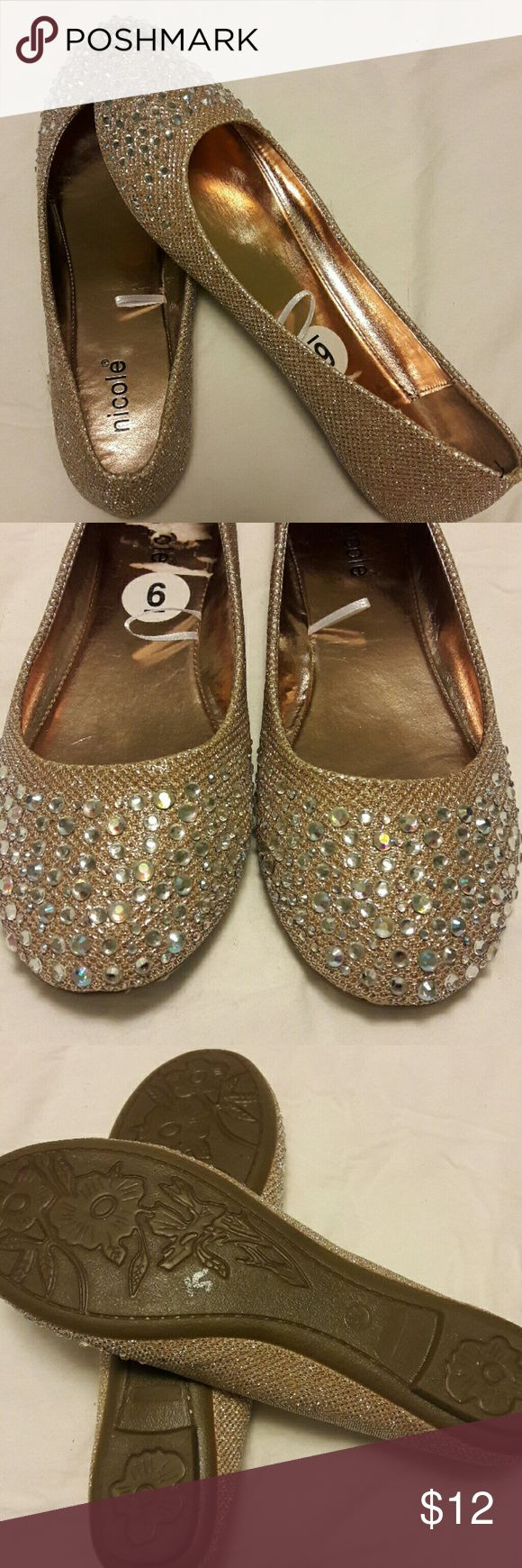 Gold flats Gold sparkle flats. Never been worn. Super cute but too small for me. nicole Shoes Flats & Loafers