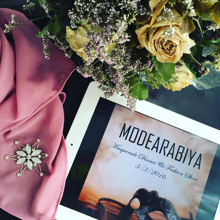Although social media is wonderful for networking ( I've met so many wonderful souls through Instagram); sometimes the best way is the traditional physical meet. Dinner & fundraising anyone?  Details at @modearabiya.  Mysterious dusky pink hijab ( fast selling out) by @amnahajar.hijab #modestfashionblogger #hijabi #hijabblogger #flatlay #hijab #hijabfashion #snowflakes #chiffonhijab #dinner #ball #fashionshow #fundraisingdinner #myblakctable #flowers #driedflowers #mysterious by…