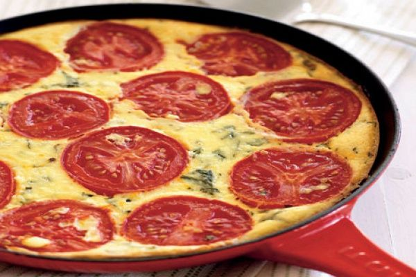 Омлет с томатами и сыром рикотта- https://kareliyanews.ru/omlet-s-tomatami-i-syrom-rikotta/