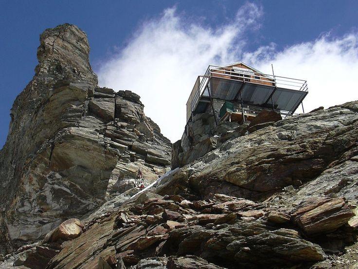 Rifugio Jean-Antoine Carrel è situato sul monte Cervino a 3.830 m s.l.m. (Valle d'Aosta) - L'accesso avviene da Cervinia passando dal rifugio Duca degli Abruzzi in circa sei ore. L'ultima parte del tracciato, nonostante la presenza di corde fisse, è riservata ad alpinisti esperti.