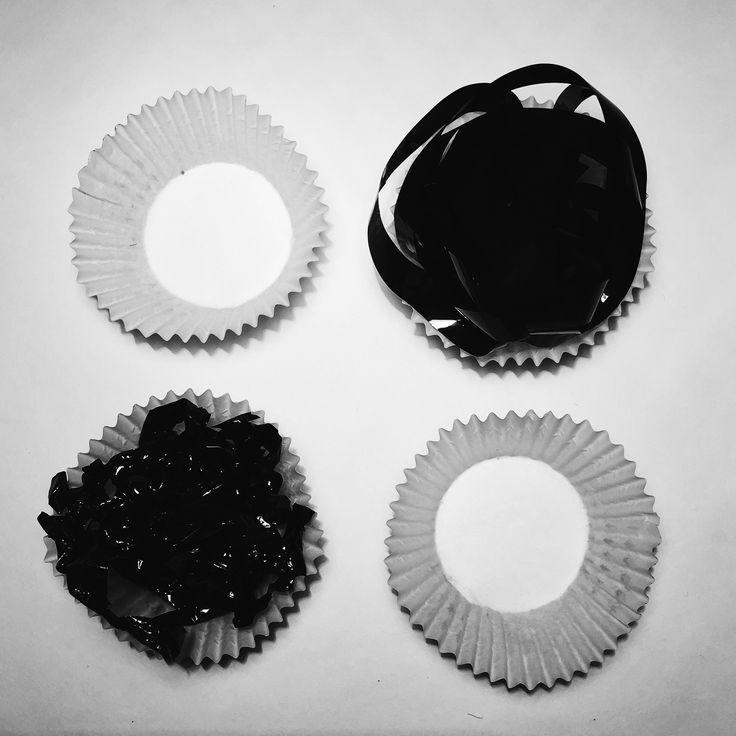 Черные кексы из пленки.