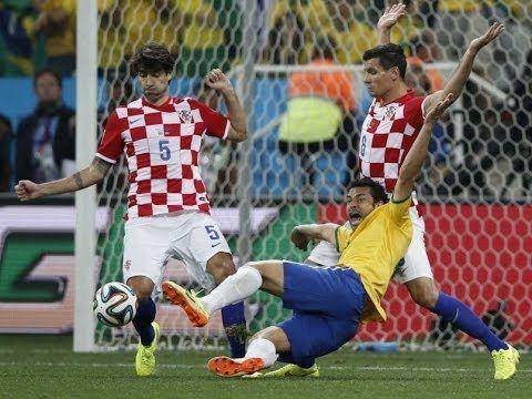 Aksi Diving Piala Dunia World Cup 2014