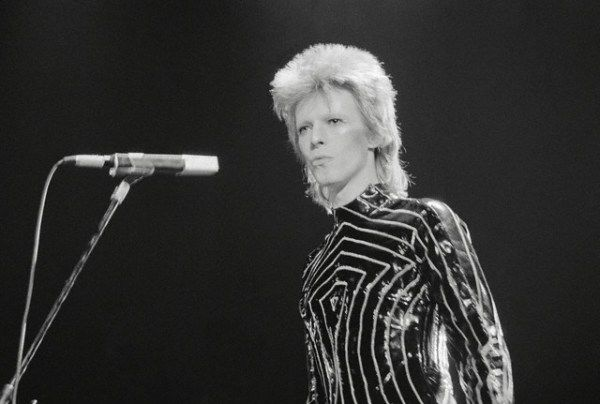 David Bowie: Long Beaches, Ch Ch Ch Ch Changing Rocks, Sequins Bowielov, Pretty Things, Sequins Bowie Lov, David Bowie, Old Photo, Rocks N Rolls, Bowie Onstag