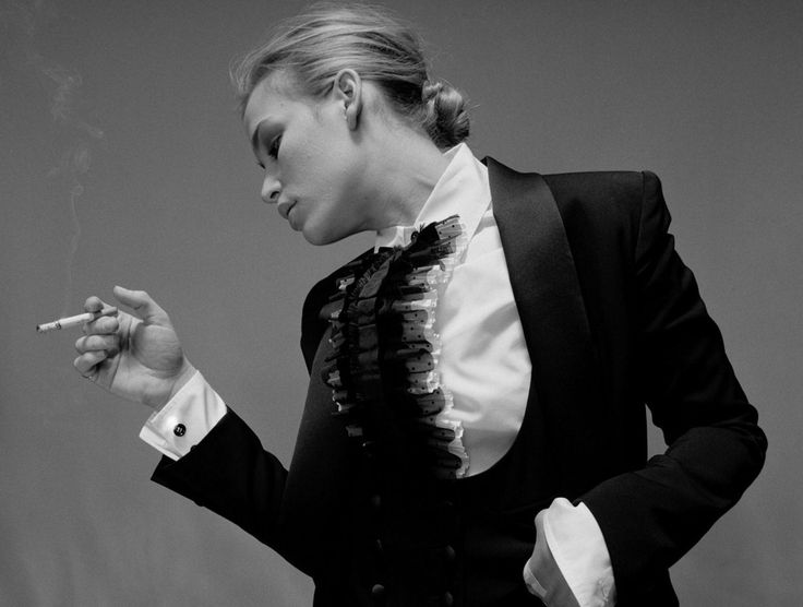 smoking Piper Perabo / Пайпер Перабо с сигаретой