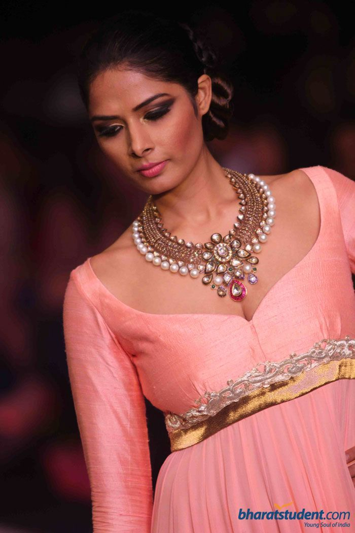 beautiful piece- Priyanka Shah in Anmol Jewellers Show at IIJW 2012